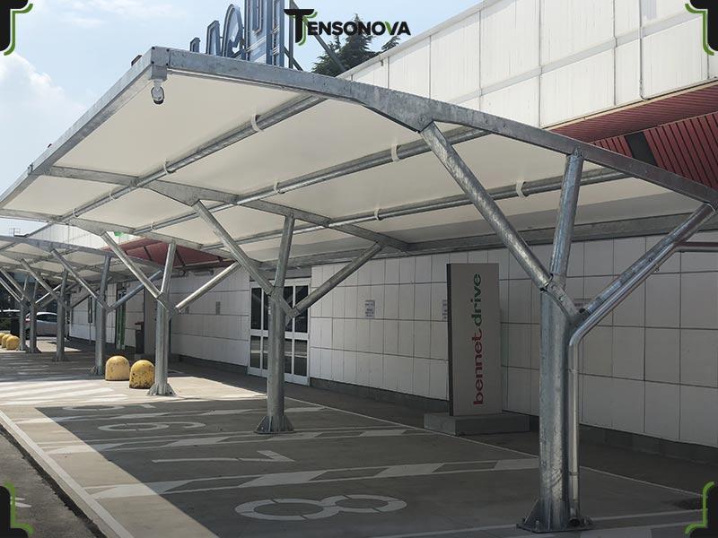 tettoia per auto per parcheggio aziendale