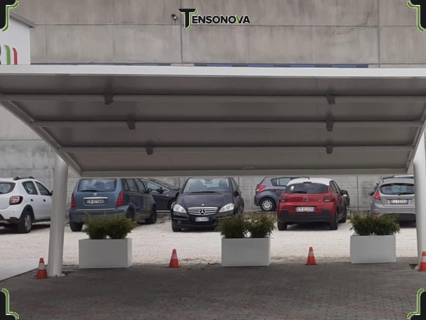 tettoia a sbalzo per parcheggi
